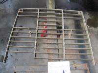 Reparaturen von zerbrochenen Gittern.